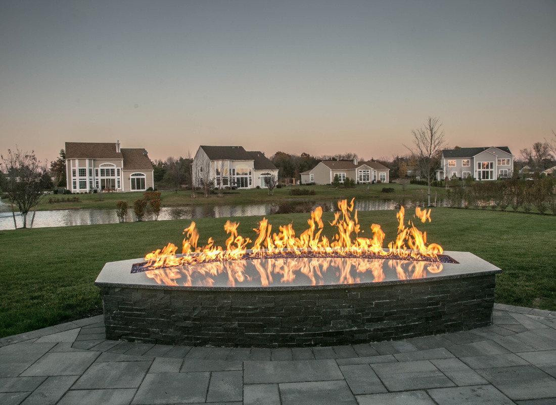 Modern rectangular fire pit powered with gas