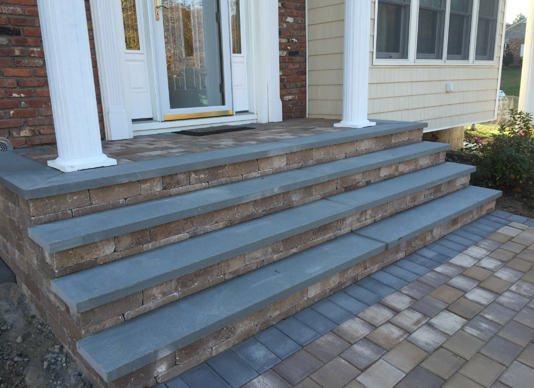 stoop with four steps