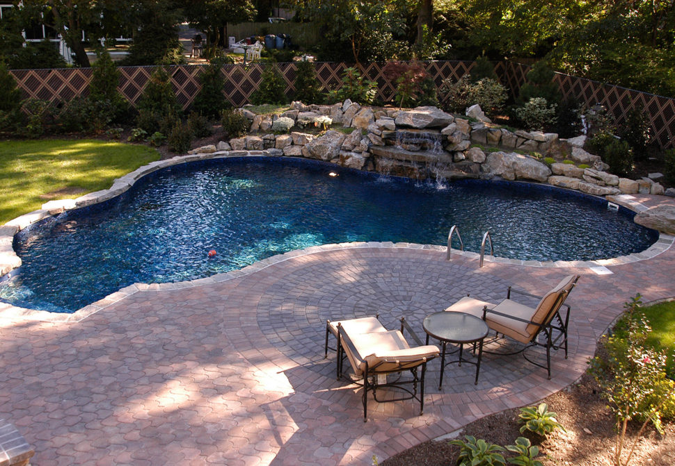 Poolscape design with pavers
