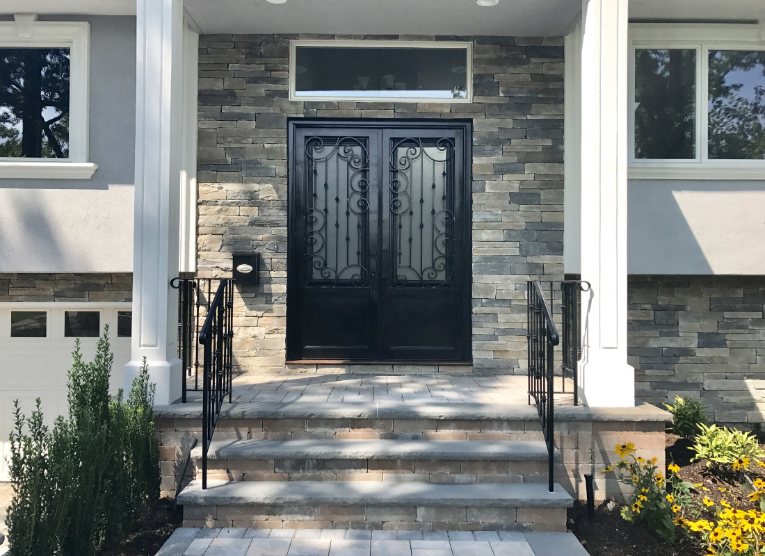 Stone veneers around the entrance of the home