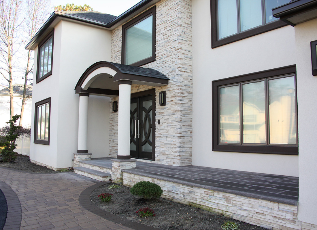 Off-white colored stone veneers on modern home
